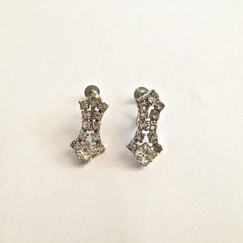 Lovely Art Deco Style Vintage Prong Set Clear Rhinestone Dangle Screw Back Earrings in Silver Toned Setting
