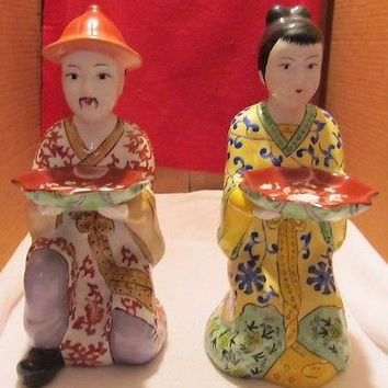 VINTAGE MADE IN CHINA KNEELING MAN AND WOMAN FIGURINES IN EXCELLENT CONDITION