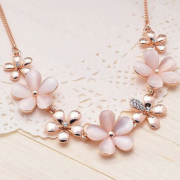 New Stylish Women's Girls' Glamorous Gold Plated Flower Opal Rhinestone Charm Pendant Chain Necklace  NWA (Size: One Size) = 1947045316