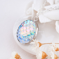 New Design AB Color Mermaid Scales Resin Charm Pendant Necklaces For Women Ladies Jewelry Accessories