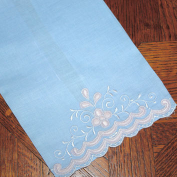 Embroidered Linen Guest Towel / Blue and Pink / Bath Decor