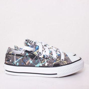 Kids Grey Low Top Splatter Painted Converse Sneakers Kids Size 11, Blue Camouflage Col