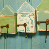 Turquoise Sea Beach Hut Key Holder   Layered by CastawaysHall
