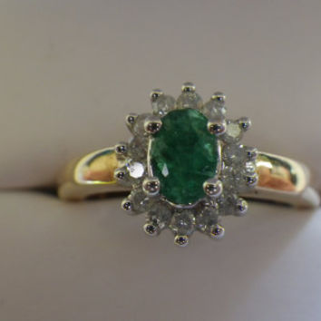 Vintage 9ct Yellow Gold Emerald and Diamond Cluster Style Ring
