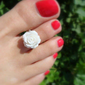 Toe Ring - White Rose - Flat Back Embellishment - Resin - Stretch Bead Toe Ring
