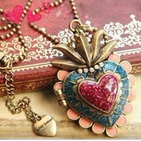 Heart photo frame crown necklace-antique brass with an arrow