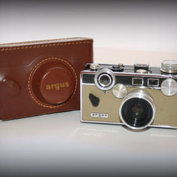 Vintage Argus C3 35mm RF Camera - Leather Case, Vintage Argus The Brick Camera with Brown Leather Case-Strap, VTG Photo Prop Display Camera