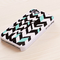 Geometric iPhone 4 / 4S case - distorted chevron pattern