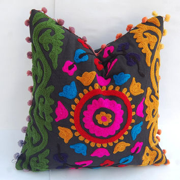 Suzani Cushion Cover Uzbekistan Style Cotton Canvas Beautiful Indian Decorative Pillows Royal Traditional Ethnic Artwork Interior Home Decor