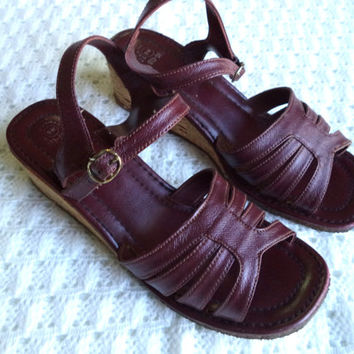 Burgundy boho sandals/ vintage bohemian cork wedge sandals/ leather look strappy wedge shoes/ boho 70's style vintage shoe size 9