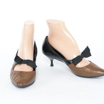 Vintage 50s Heels / 1950s 2-Tone Mocha Brown & Black Kitten Heel Pumps with Bows 6 1/2