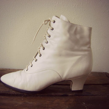 90s steampunk off white boots   vintage ankle boots   size 9   victorian lace up boots   1990s ladies boho boots   grunge   granny boots  