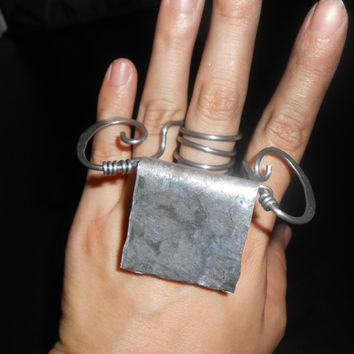 Weird looking movable statement art ring in silver aluminum - industrial grade - unique original design - high fashion