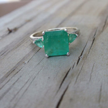 Emerald White Gold Ring 14k May Birthstone Ladies Engagement retro square 3 stone 1990s green