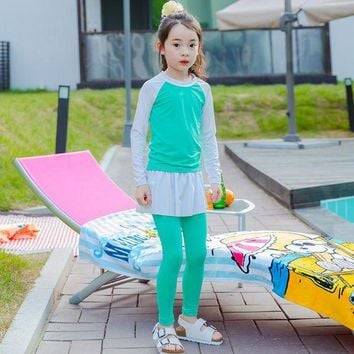 VONE05L 2017 New Beach Cover Ups Girls Swimwear Young Girl Long Sleeves Swimsuit for Children Two Pieces Suit Green Bathing Suit
