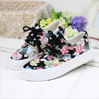 Women's Floral Print Sole Platform Lace-up Sneakers Canvas Shoes