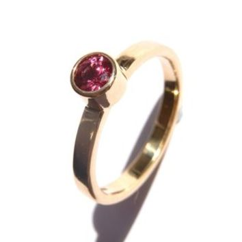 18ct Gold Ring With Pink Spinel