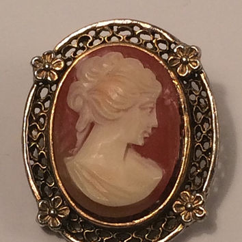 Vintage Cameo Greek Goddess Woman Beautiful Goldtone Floral Scroll Frame Round Brooch Mother's Day Gift Jewelry Pin Gold Amber Resin Gifts