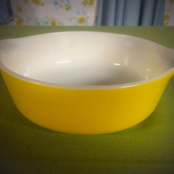 Vintage 1960's 1 Pint Pyrex Yellow Cinderella Casserole Bowl With Handles #471