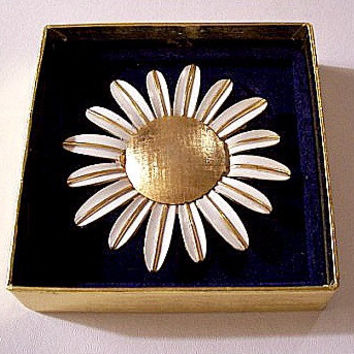 White Sunflower Pin Brooch Gold Tone Vintage Large Perfume Glace Holder Snap Lid Long Striped Petals