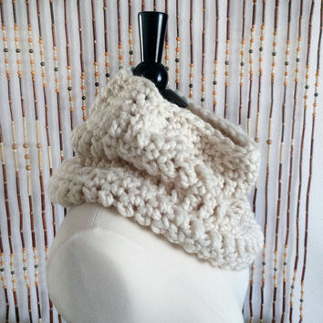 FREE SHIPPING - Crochet, Cowl, Infinity, Scarf - Unisex, Mens, Womens - Cream, Off-White, Ivory