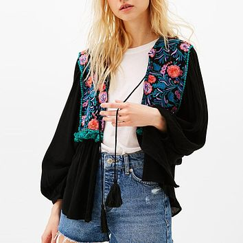 Hippie chic tassel Boho Blouse 2017 new Beads floral embroidered nine quarter sleeve o-neck loose style short women top Blouses