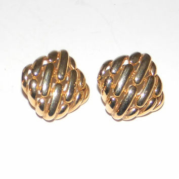 Vintage gold tone square earring pierced ears rather Gucci like