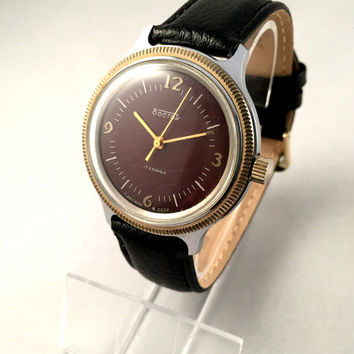 "Chunky Vintage Soviet men's watch ""East"" ( ""VOSTOK"") ,17jewels movement, great Vintage watch, new leather band."