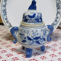 Blue and white 3footed lidded jar by nekote on Etsy
