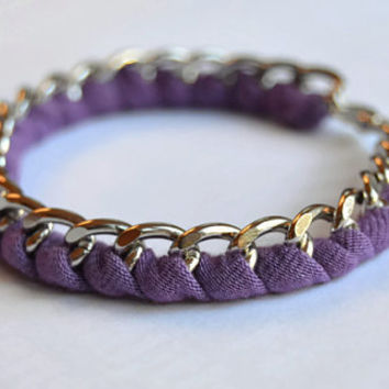 Upcycled t-shirt bracelet - Weaved chain bracelet - Handmade purple bracelet - Silver and purple, light chainmaille bracelet