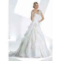 Gorgeous sleeveless princess floor-length wedding dress