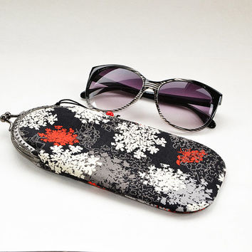 Soft fabric black flower eyeglass case | Metal frame parsley eyeglass purse | Black white red etui | Wildflower Sunglass case