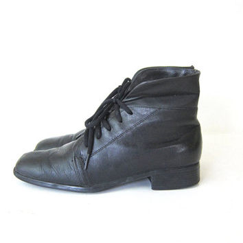 20% Off Sale Vintage black leather ankle boots. Fold over boots. Lace up boots. granny boots. women's shoes size 7.5