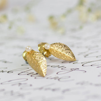 Fall Sale, Stud Earrings, Gold Leaf Stud Earrings, White Pearl-Shedding Earrings, Post Earrings, Gold Stud Earrings, Gold Bridal Earrings