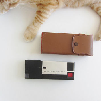 retro Electroflash 555 camera and leather case . super slim pocket gear