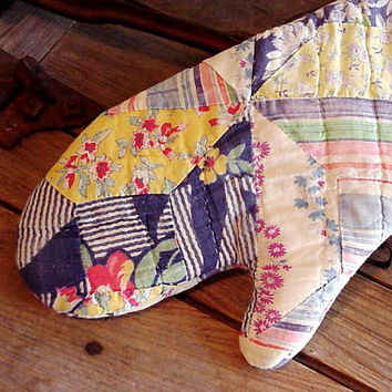 Primitive Oven Mitt Country Cottage Farmhouse Folk Art Hand Quilted Potholder Charming Chic Upcycled Patchwork Cutter Quilt itsyourcountry