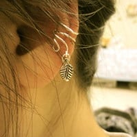 Free-form ear cuff with leaf