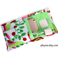 Wall Charger Holder for iPhone Wall Dock Station Travel by Phyna