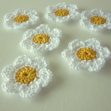 Handmade crochet flower applique 01 - daisy