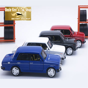15CM Russia LADA Diecast Model Car Vintage Metal Car Kids Boys Gift Toys With Openable Door Pull Back Function Music Light