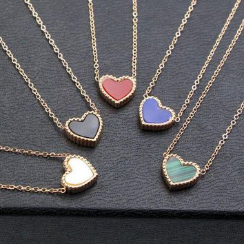 ICIKJ1A Small Flower Side Heart-Shaped Titanium Steel Necklace Simple Peach Heart-Shaped Collarbone Chain Accessories
