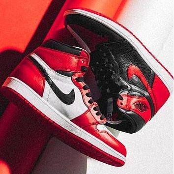 Nike Air Jordan Retro 1 Classic Popular High Top Contrast Sports Shoes Sneakers White&Black&Red
