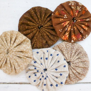 Quilting yo-yos, fabric yo-yos, floral fabric, sewing yo-yos, brown fabric yo yos,  ready to ship, handmade, cotton fabric, sewing notions