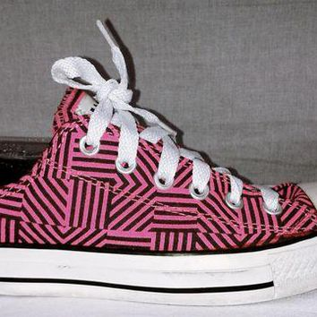 LMFUG7 166299 Converse Chuck Taylors Hot Pink & Black Striped Converse Sneakers Size 9