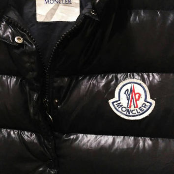 Moncler Tib vest Drawing inspiration from the iconic outerwear of 80s with contemporary