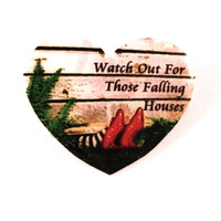 Wizard Of OZ 'Watch Out' Heart Brooch / Badge