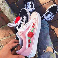 Vans Classics Old Skool Rose Embroidery Black Sneaker Pink