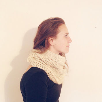 Off-White Infinity Scarf / Cream / Crochet Scarves / Women's Accessories / Handmade Gift / Chunky Scarf / Oversized
