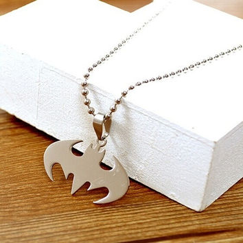 Batman movie necklace pendant,Hollywood star fashion accessories,personality High quality necklace jewelry do not fade pendant necklace ,The party should wear jewelry.