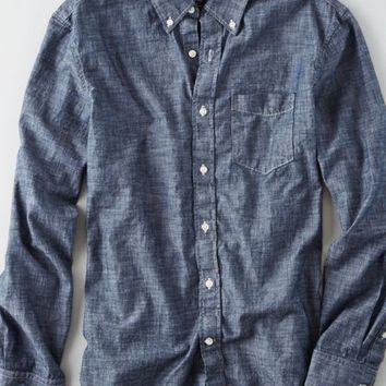AEO Men's Chambray Button Down Shirt (Light Blue)